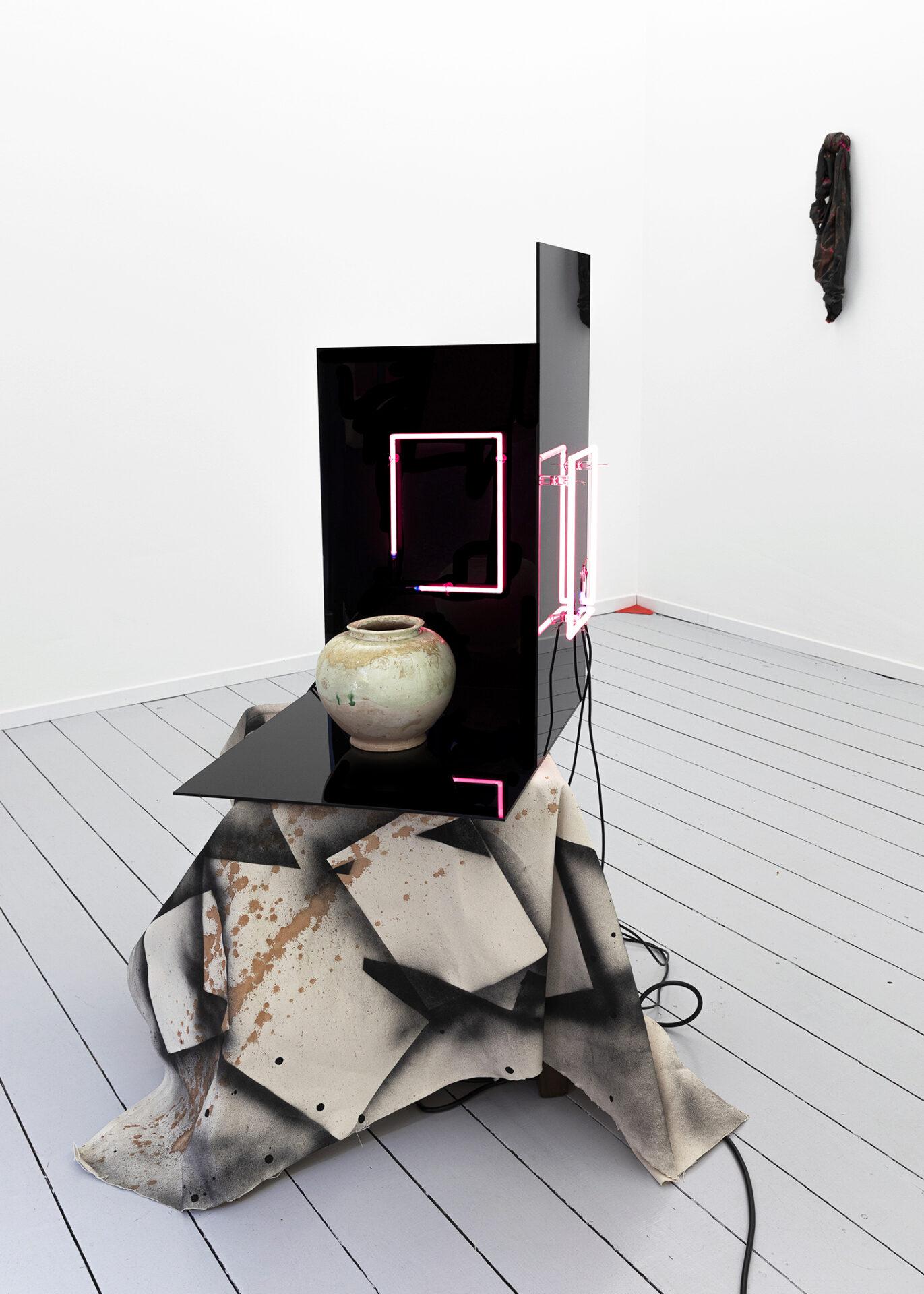 Anna Friedel | Once upon a time - Requiem for my HK | 2019 |Bild mit drei Knoten |2011 | Photo Johannes Pöttgens