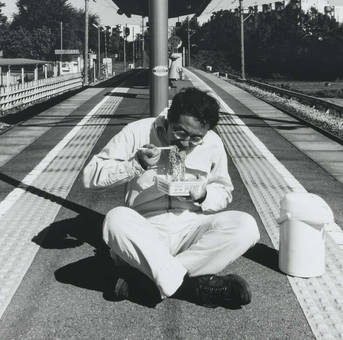 Yoshio Shirakawa, Action at Unmanned Stations (Gunma and Food), 2000, Photo © Shinya Kigure
